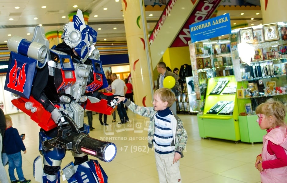 gigant-transformer-optimus-3