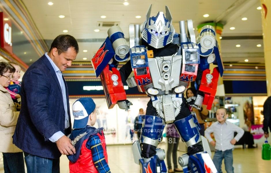 gigant-transformer-optimus-4